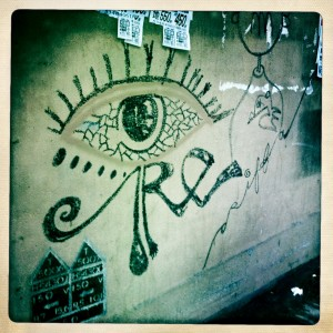 hong kong graffiti - happy valley - eye