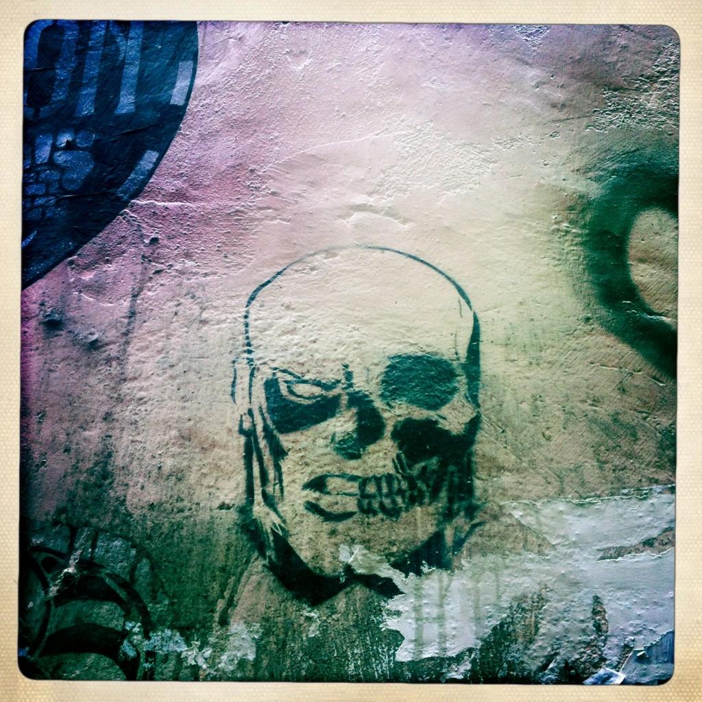 hong kong graffiti - skull