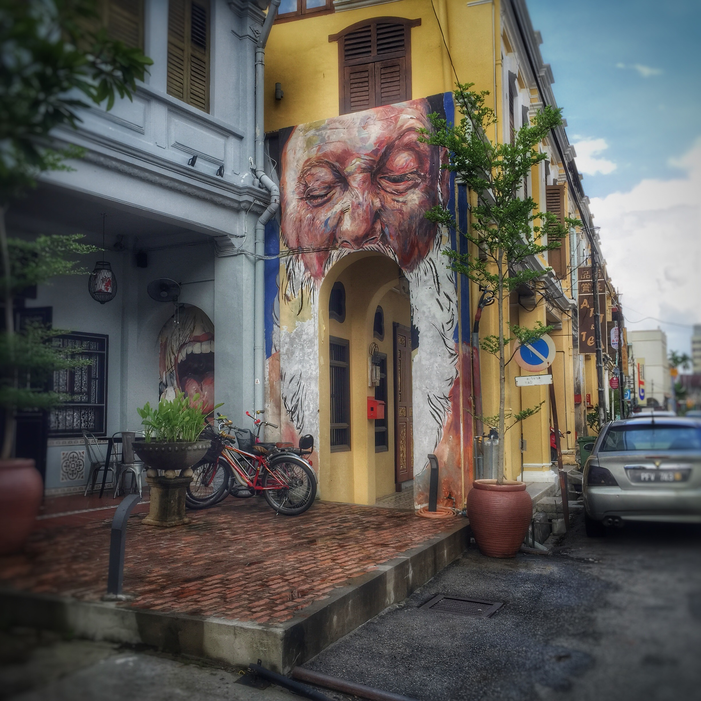 pengang street art -  mouth